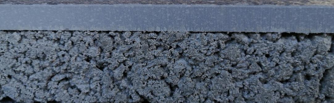 Keramische tuintegel met betonnen onderlaag