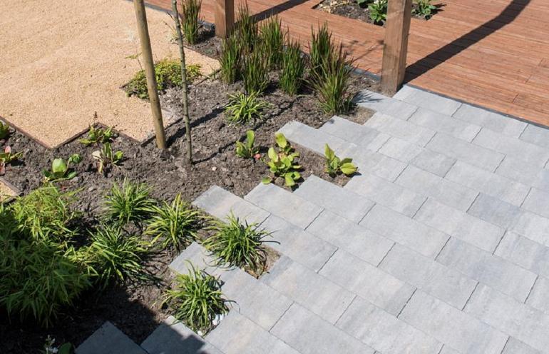 Hoe maak je een tuin mét terrastegels klimaatvriendelijk?